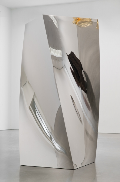 Non-Object (Square Twist) (2014), stainless steel, 250 x 144 x 100 cm.